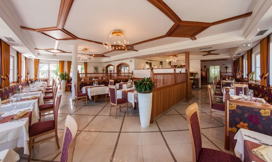 Mezza pensione gourmet hotel am sonneck for Hotel mezza pensione bressanone